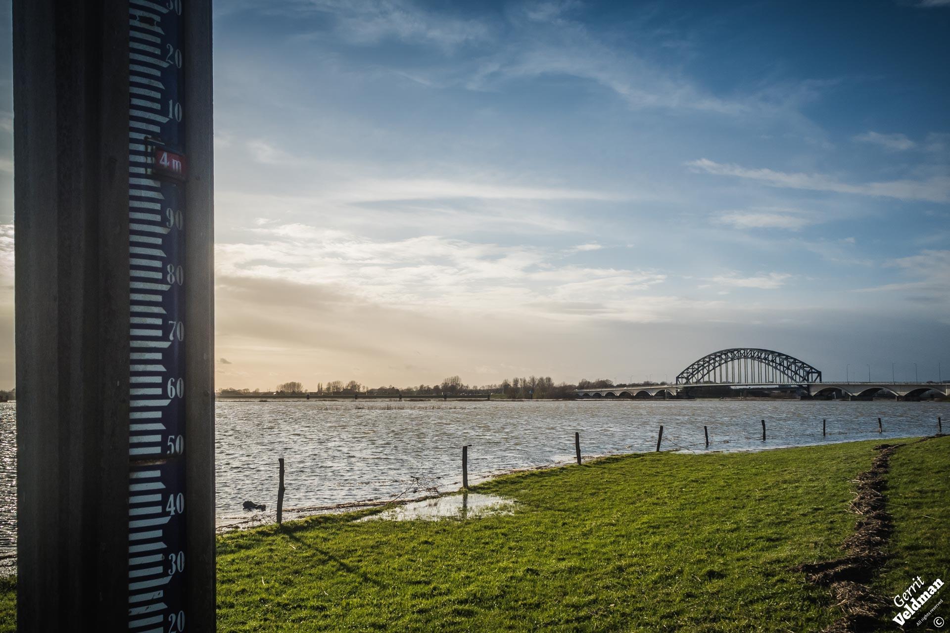 Hoog water bij de Oude IJsselbrug