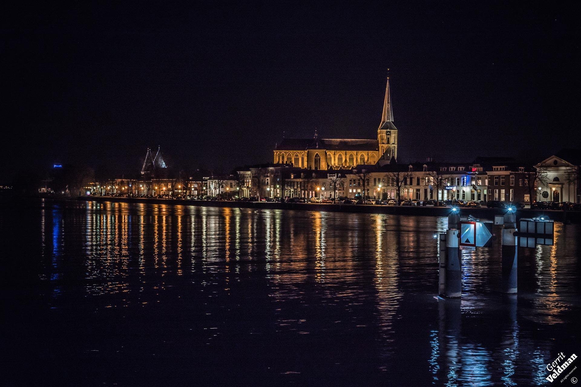 Bovenkerk bij nacht