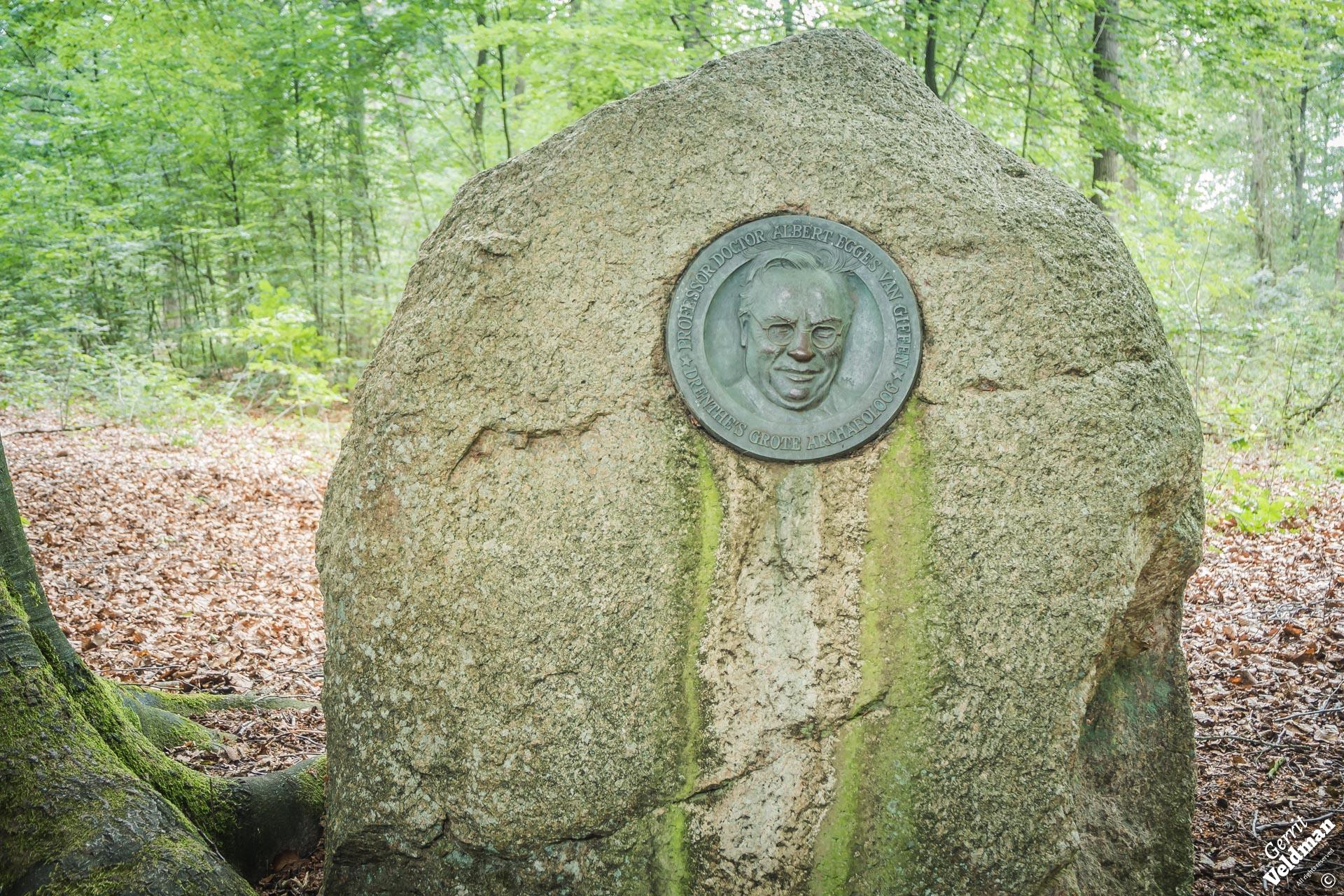 Gedenksteen voor prof. Van Giffen
