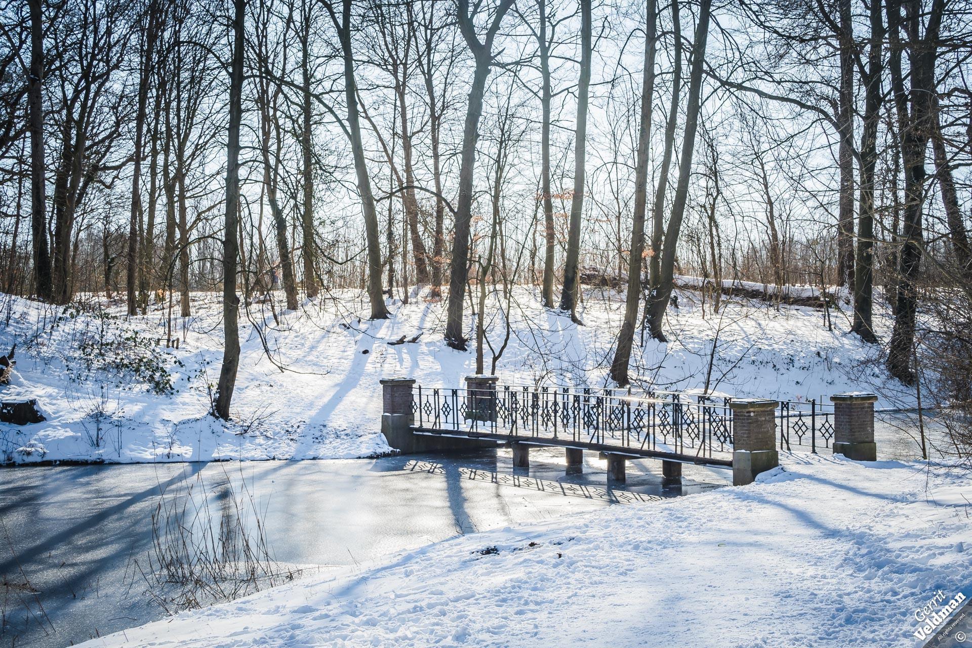 Brug in de sneeuw