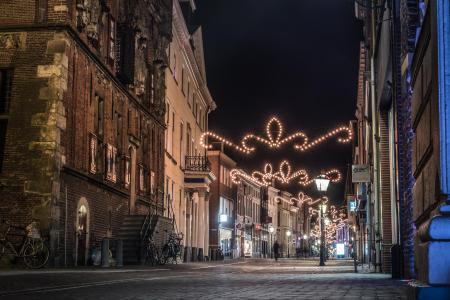 Oudestraat bij nacht