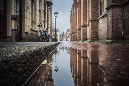Regenplas in de Broederstraat