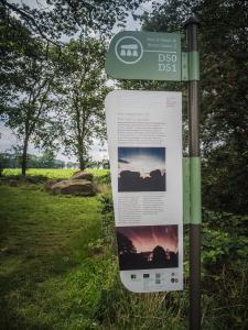 Informatiebord bij hunebed D51 bij Noord-Sleen