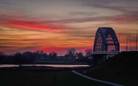 Zonsondergang aan de IJssel